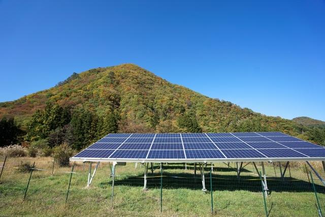 太陽光発電と青空