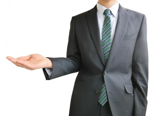 右手を差し出すビジネスマン